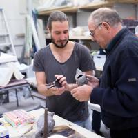 Tom l'Istelle-bekijkt wasmodel | Atelierbreda