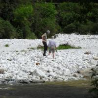 marmer steen zoeken in de rivier, begin van de beeldhouwcursus | Atelierbreda